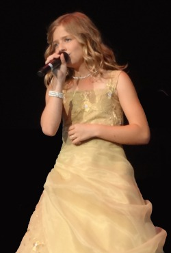 Jackie Evancho returns to AGT