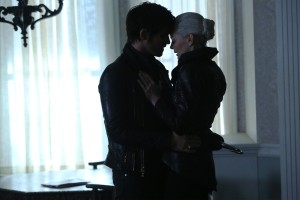 """Emma's Dark Plan revealed as Old Friends Return to """"Once Upon a Time"""""""