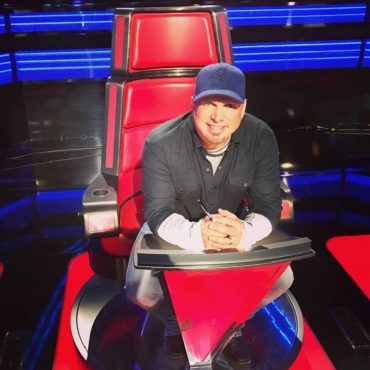 "Country superstar Garth Brooks is the latest superstar to advise ""The Voice: Season 11"" Top 12. (Photo property of NBC)"
