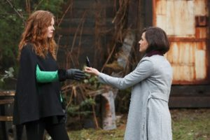 "Zelena targets the Black Fairy on ""Once Upon A Time"""